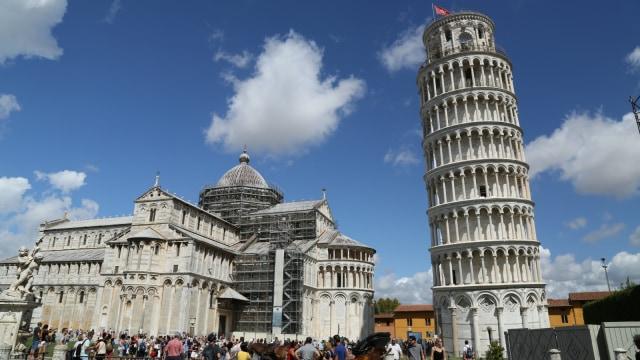 Menara Pisa andrew hidayat kpk