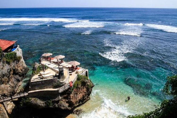 Pantai Suluban Andrew Hidayat KPK